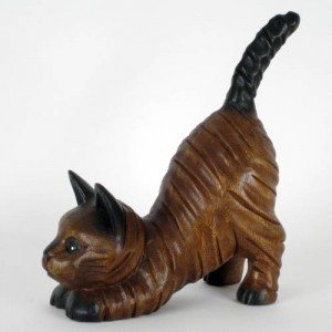 Acacia Wood Cat Kneeling With Tail Up - 20cm